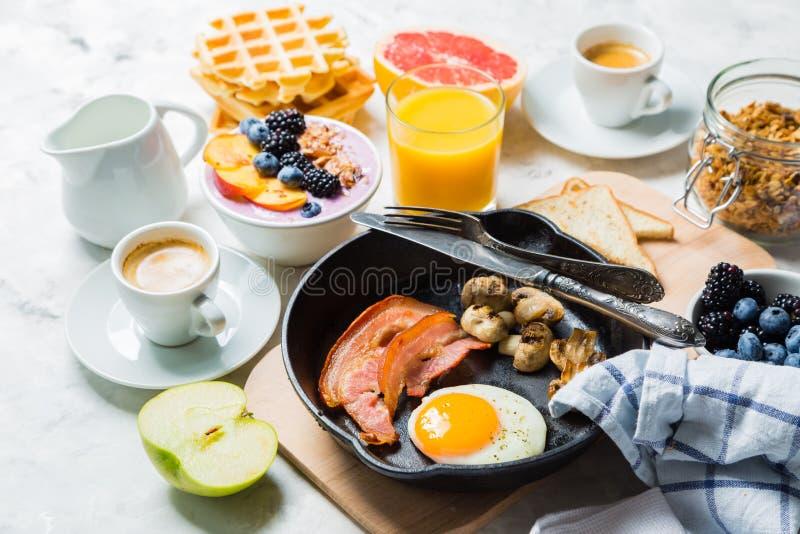 Śniadania i lunchu pojęcie - tradycyjny jedzenie zdjęcie royalty free