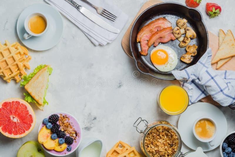 Śniadania i lunchu pojęcie - tradycyjny jedzenie obrazy royalty free