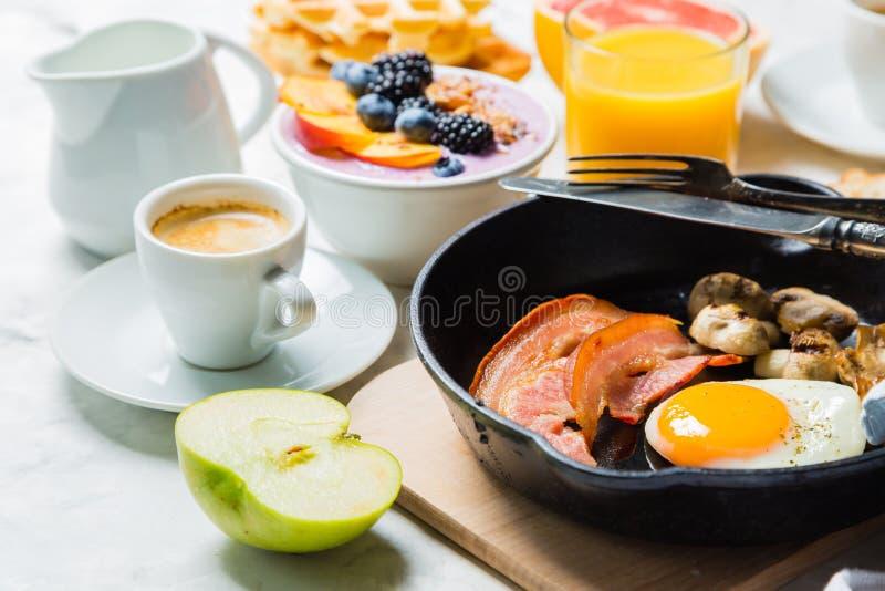 Śniadania i lunchu pojęcie - tradycyjny jedzenie fotografia stock