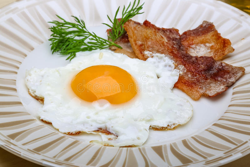 Śniadanie - jajko z bekonem obrazy stock