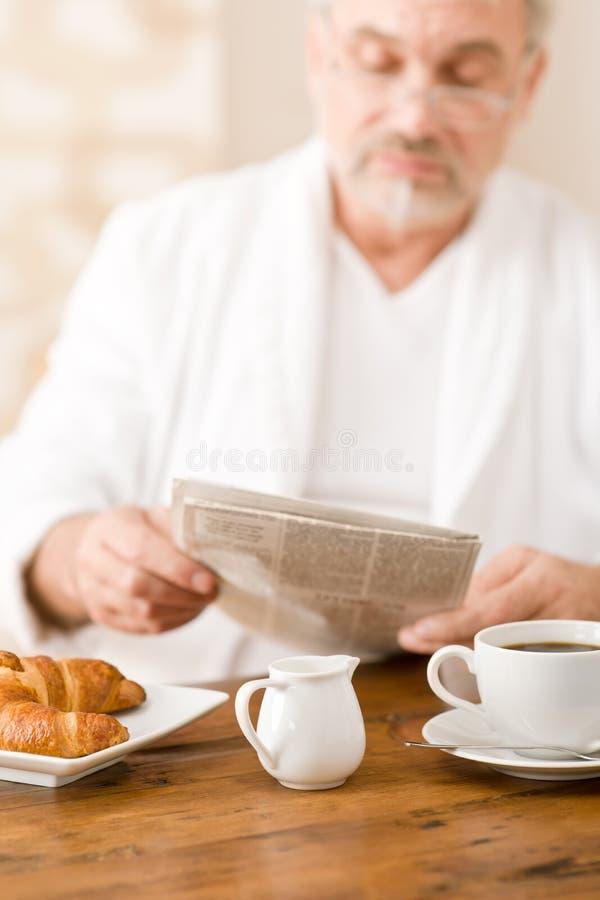 śniadanie ma dojrzałego mężczyzna seniora obraz stock