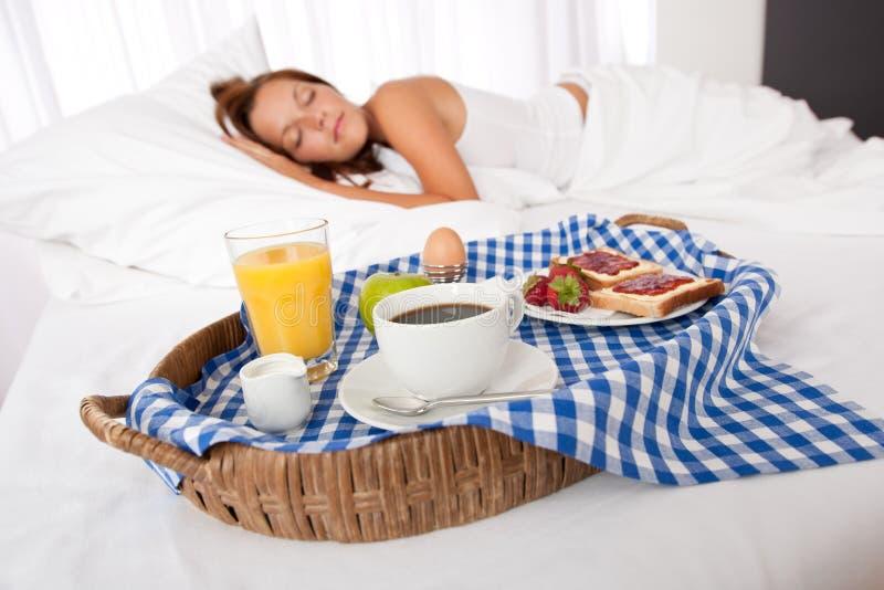 śniadanie ma kobiet domowych robić potomstwa zdjęcia stock