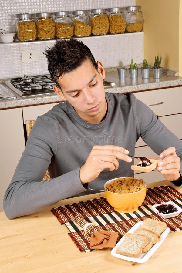 śniadanie ma mężczyzna potomstwa obrazy stock