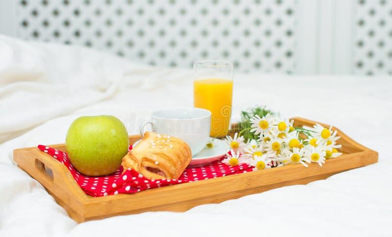Śniadanie w łóżku obraz royalty free