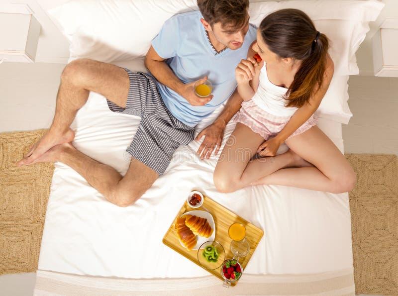 Śniadanie w łóżku zdjęcia royalty free