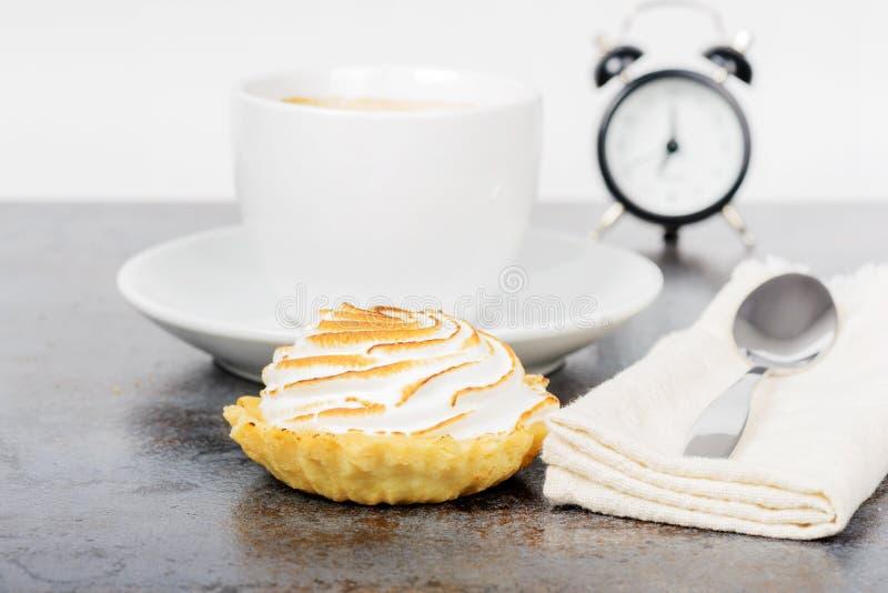 Śniadanie z coffe i tortem obraz stock