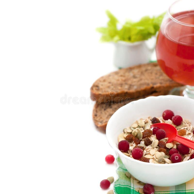 Śniadanie z domowej roboty granola i jagodami, dyniowi ziarna, cranberry sok, chleb fotografia royalty free