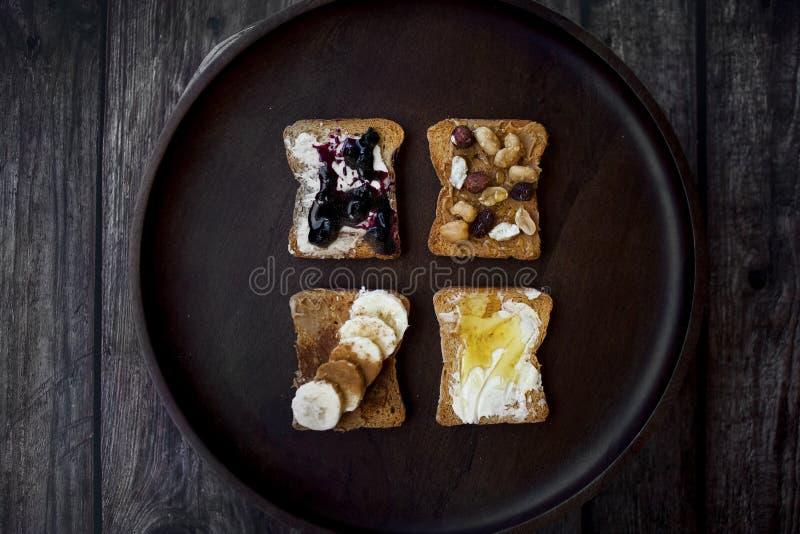 Śniadanie z różnymi różnicami grzanka zdjęcia stock