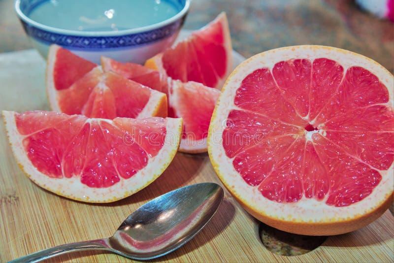 Śniadaniowa Grapefruitowa porcja obrazy royalty free
