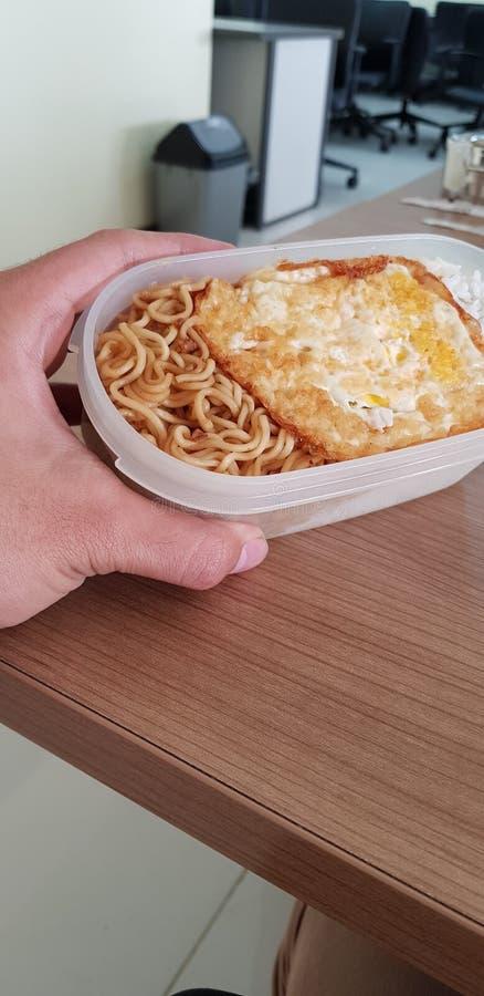 Śniadaniowego menu smakowity i wyśmienicie zdrowy ale dosyć robić ciebie podnoszący na duchu w ranku obraz stock
