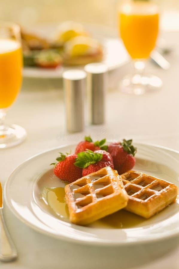 śniadaniowego zbliżenia soku pomarańczowy gofr obrazy royalty free