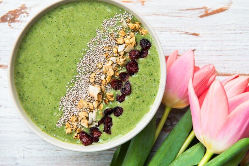 Śniadaniowy Detox zieleni Smoothie puchar zdjęcia royalty free