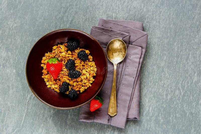 Śniadaniowy puchar z muesli obrazy royalty free