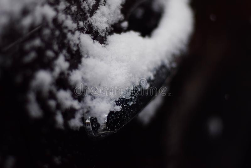 Śnieżna budowa up na Samochodowej rękojeści zdjęcia stock
