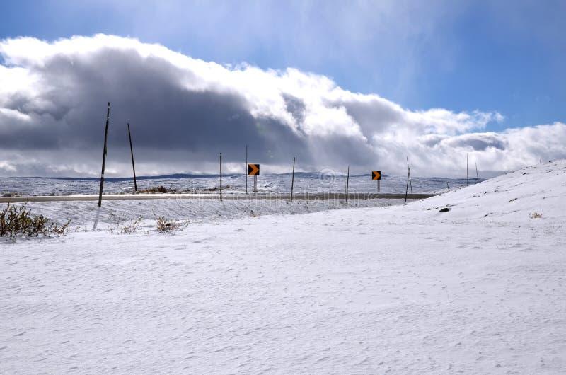 Śnieżna droga na szczycie Norwegii obraz stock