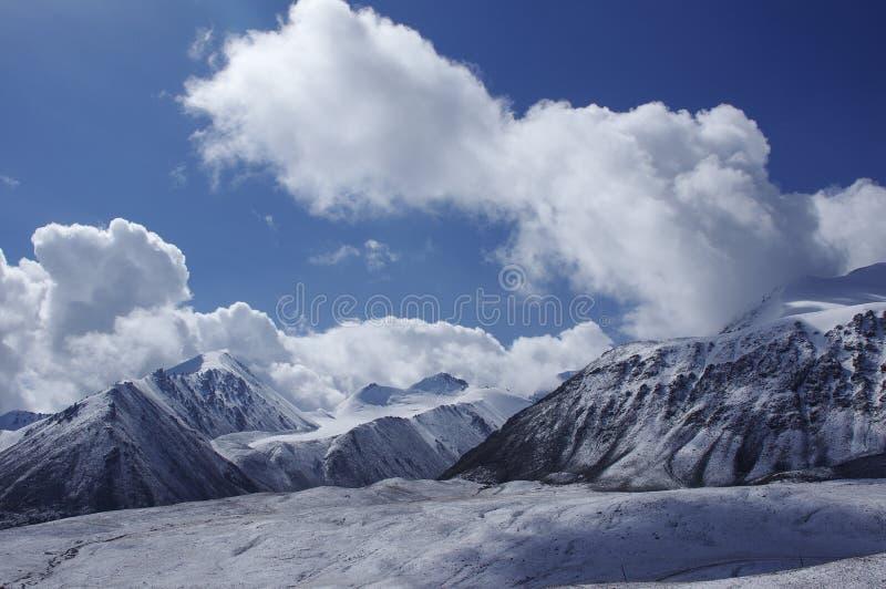 Śnieżna góra w pamirs fotografia stock