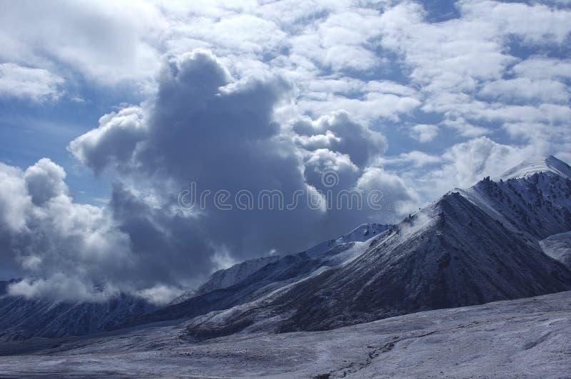 Śnieżna góra w pamirs zdjęcia royalty free