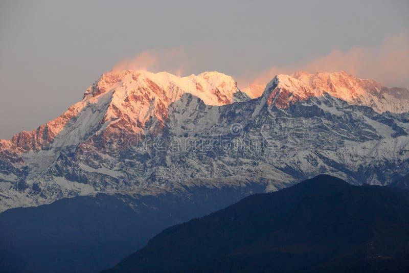 Download Śnieżna góra wschód słońca obraz stock. Obraz złożonej z poole - 28966895