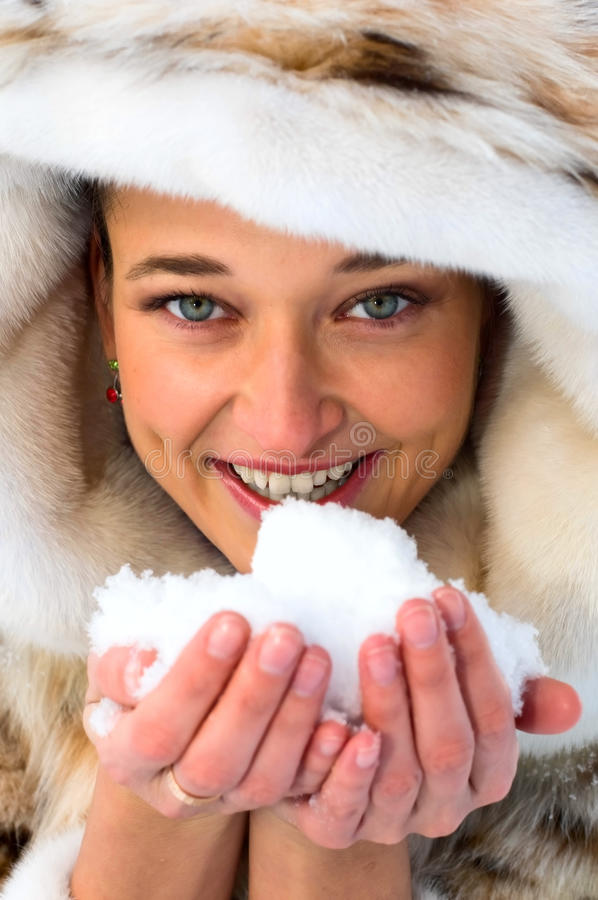 Download śnieżna kobieta obraz stock. Obraz złożonej z hairball - 13337625