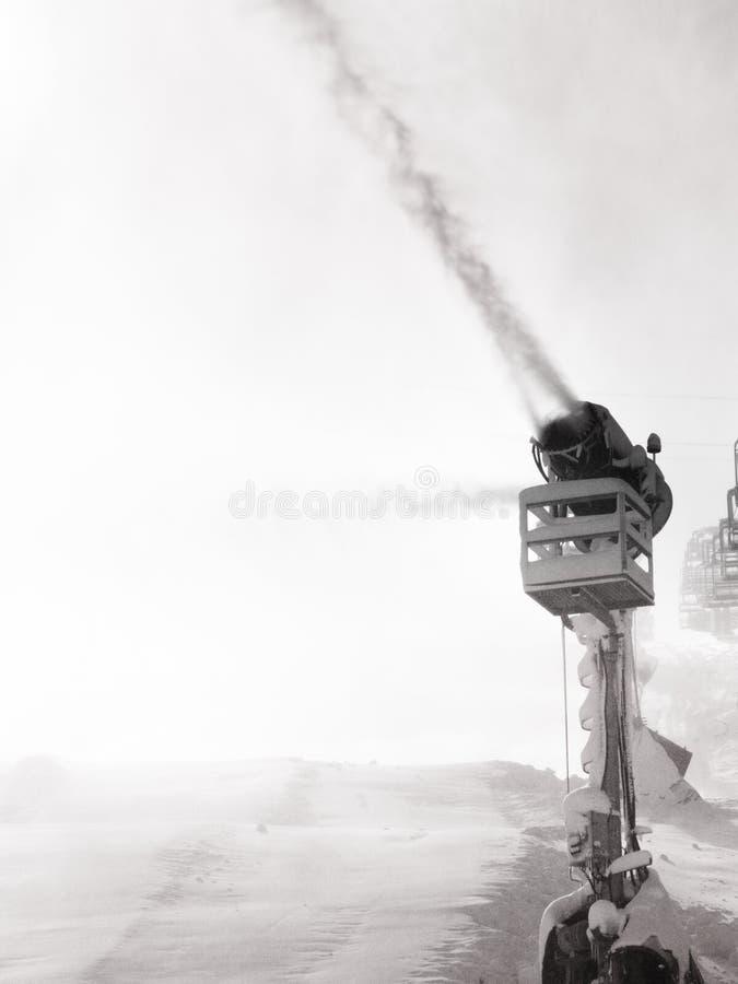 Śnieżna maszyna robi sztucznemu śniegowi fotografia stock