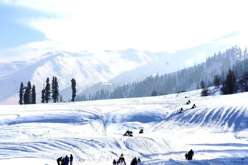 Śnieżna odziana góra zdjęcia royalty free