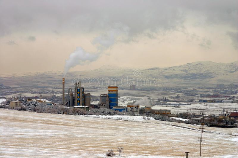 Śnieżna sceneria w strefie przemysłowej w Turcja kapitale Ankara zdjęcia royalty free