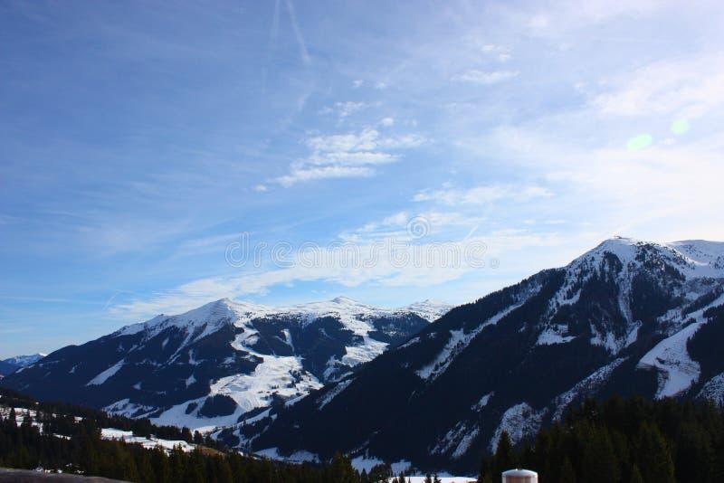 Śnieżne góry obrazy stock