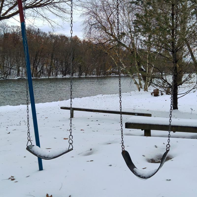 Śnieżne huśtawki w śniegu obrazy stock
