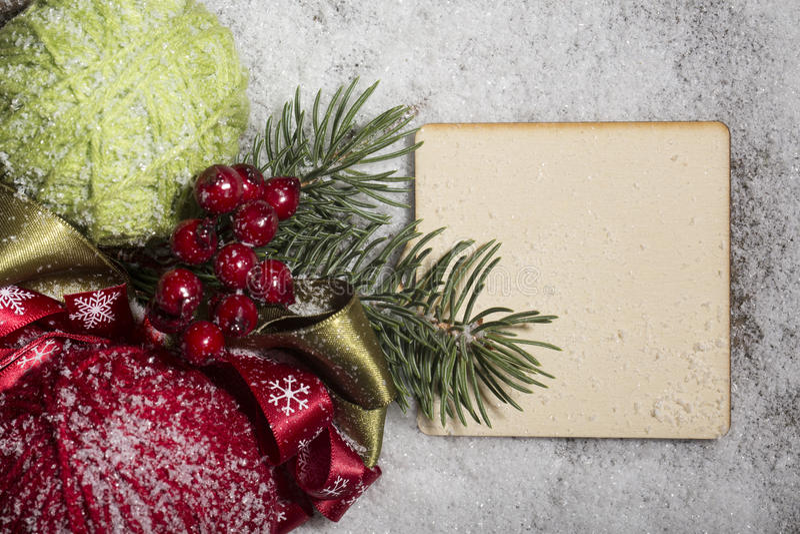 Śnieżne przędze z puste miejsce deską dla boże narodzenie czasu, zdjęcie royalty free