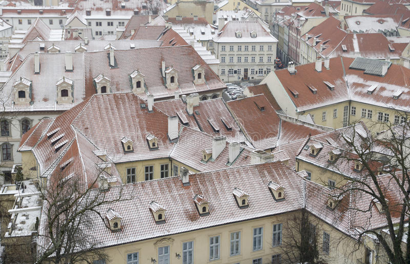 Śnieżni dachy Prag obrazy royalty free
