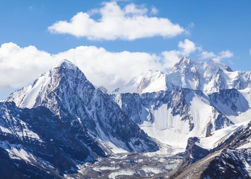 Śnieżni Halni szczyty obrazy stock