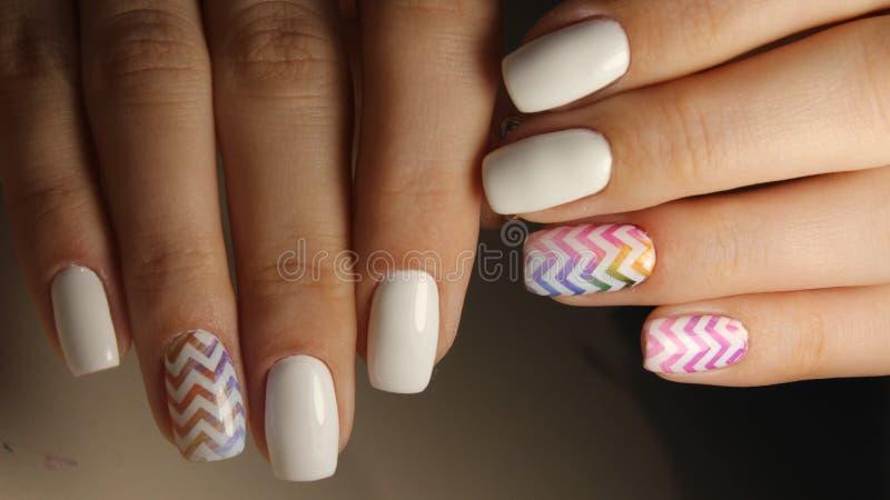 Śnieżny Biały manicure'u projekt zdjęcie stock