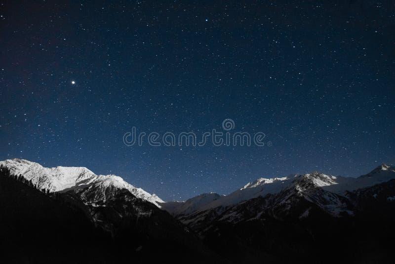 Śnieżny halny nocne niebo krajobraz obrazy royalty free