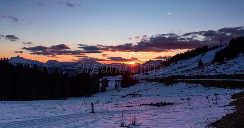 Śnieżny krajobraz Avoriaz ośrodek narciarski w Francja na słonecznym dniu obrazy stock