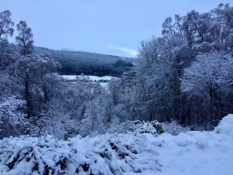 Śnieżny krajobraz w Szkockich średniogórzach obrazy royalty free