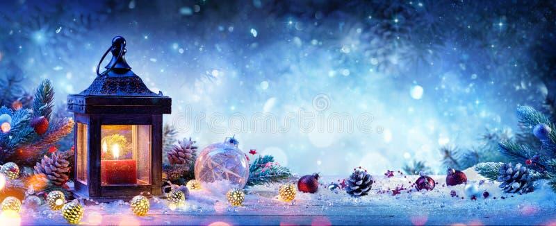 Śnieżny lampion Z jodeł Baubles I gałąź obrazy stock