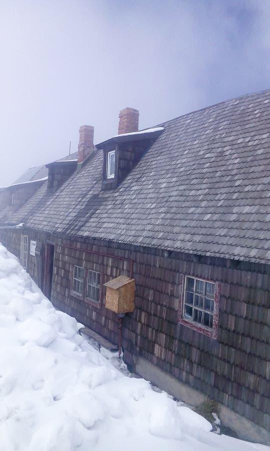 Śnieżny nakrycie Omu cabana fotografia royalty free