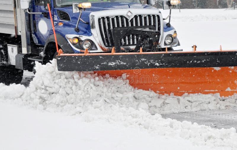 Download Śnieżny pług obraz stock. Obraz złożonej z burza, śnieg - 28358023