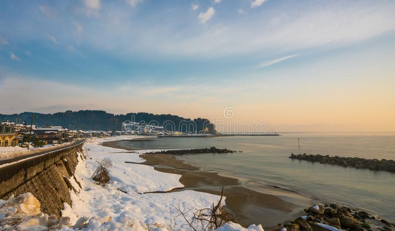 Śnieżny piaska morza plaży widok fotografia stock