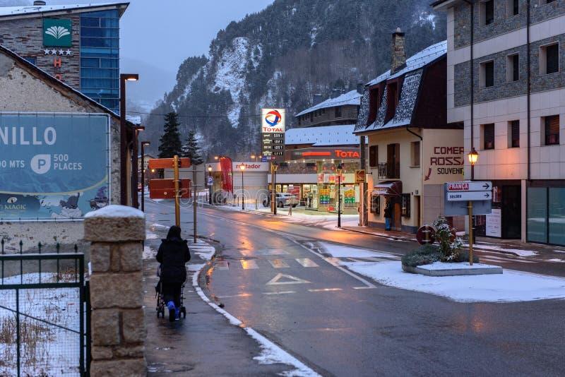Śnieżny wschód słońca w miasteczku Canillo w zimie Canillo, Andorra obrazy stock