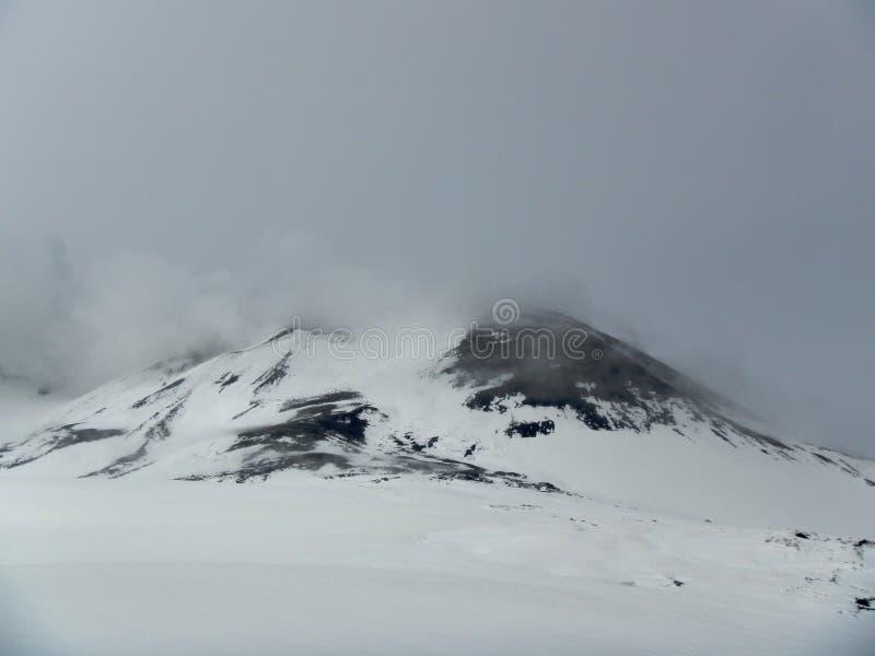 Śnieżny wulkan Etna zdjęcia royalty free