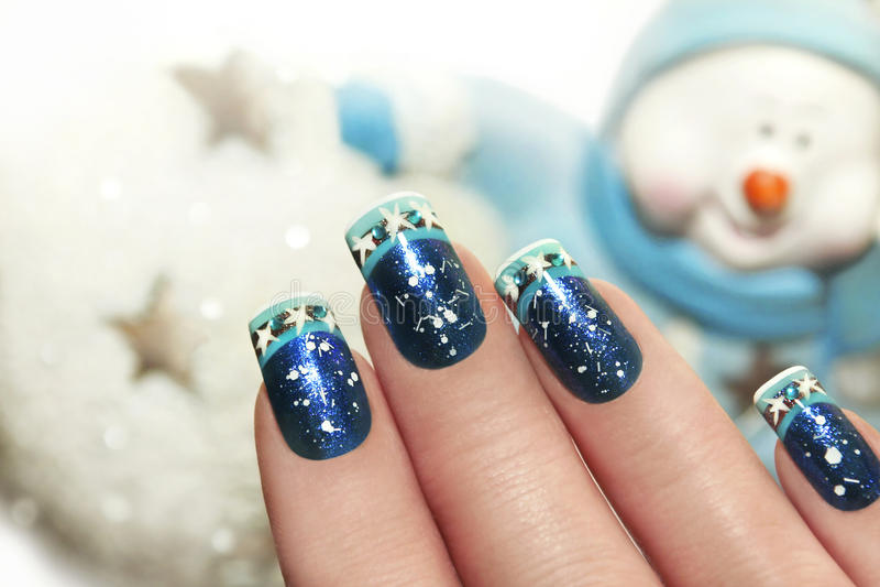 Śnieżny zima manicure obraz royalty free