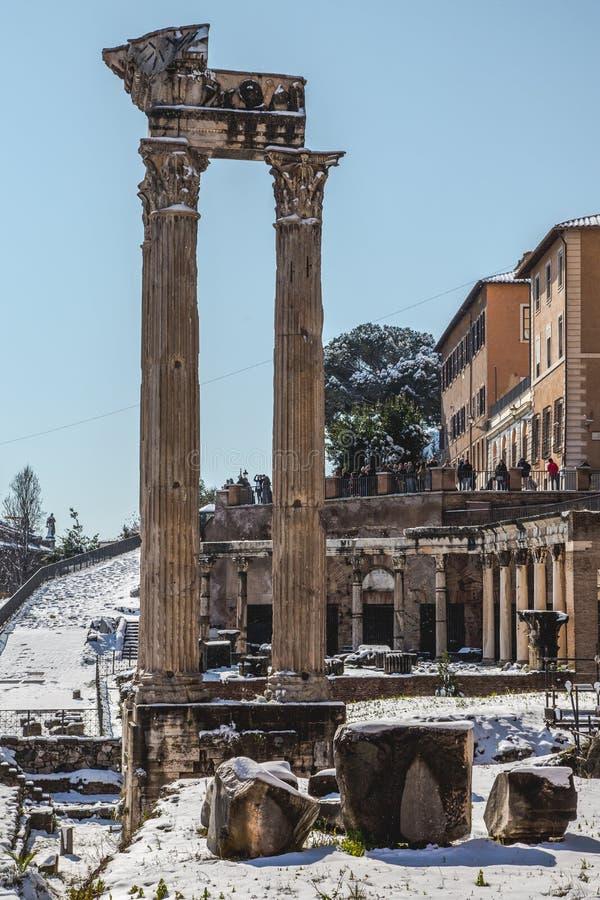 śnieżyści filary Romański forum zdjęcie stock