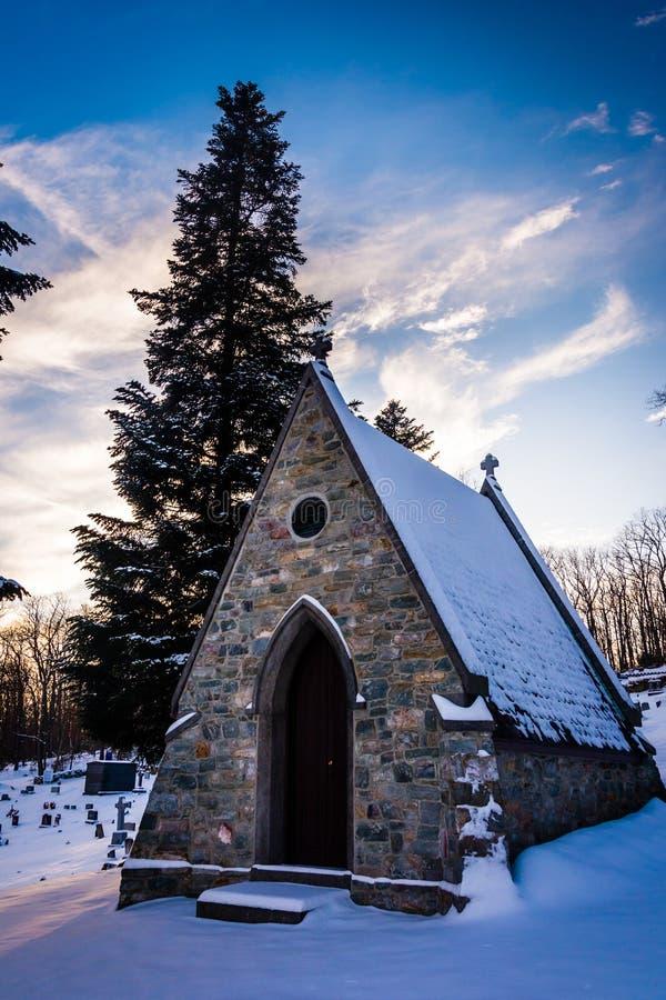 Śnieżysty cmentarz przy grotą Lordes w Emmitsburg, Mar obraz stock