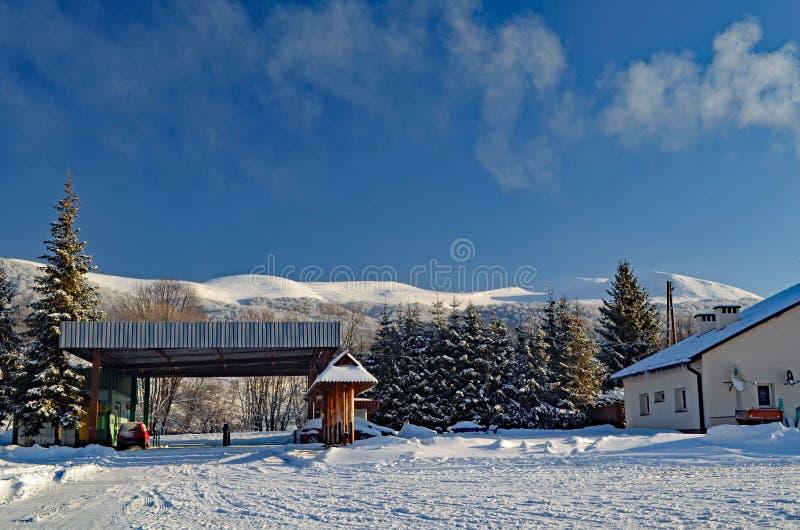 śnieg błękitne niebo fotografia stock