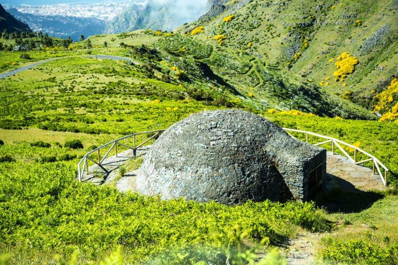 Śnieg dobrze robi Arieiro na Pico, przy 1.818 m wysokimi, jest madery wyspy ` s trzeci wysokim szczytem obraz royalty free