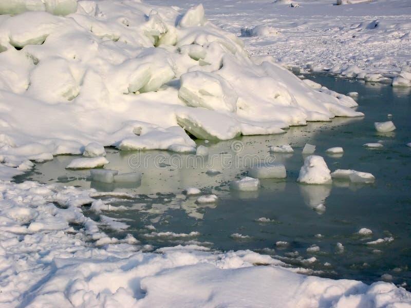 śnieg na lodzie zdjęcia stock