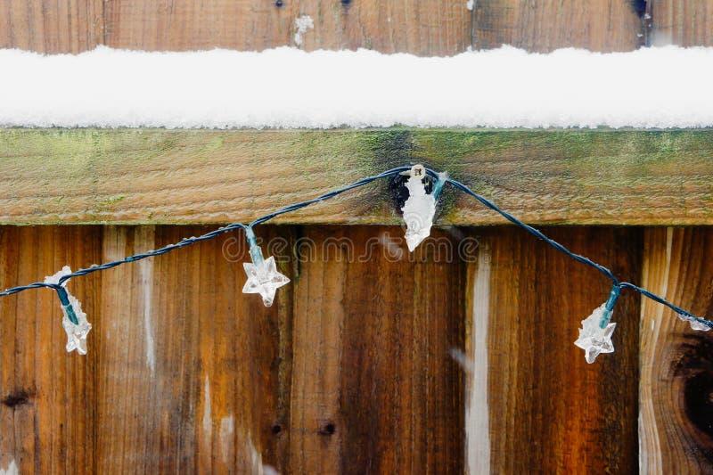 Śnieg na ogrodzeniu zdjęcia stock