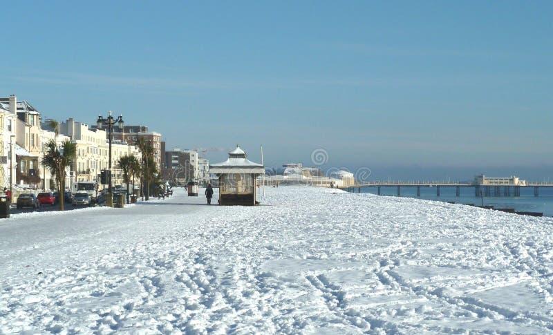 Śnieg na plaży przy Worthing UK fotografia stock