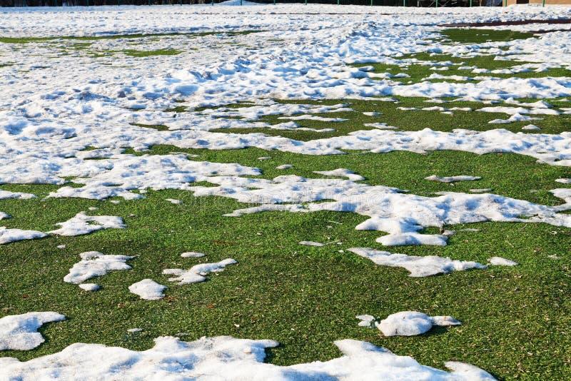 Śnieg na plenerowym boisko do piłki nożnej fotografia royalty free